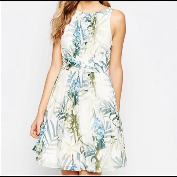 Ted Baker London Dresses & Skirts - Ted Baker Twilight Pleated Floral Dress